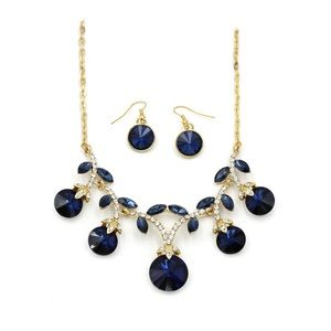 Elegant sparkling blue crystal necklace earrings